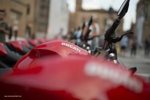 Rosso Ducati in piazza maggiore